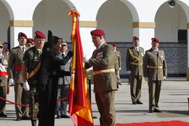 Entrega de la Bandera al jefe del Regimiento