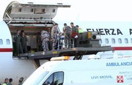 Uno de los heridos en la plataforma de bajada del avión
