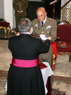 El comandante general recibe el aleo en la catedral