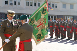 El general Aparicio entrega el guión al general Corres