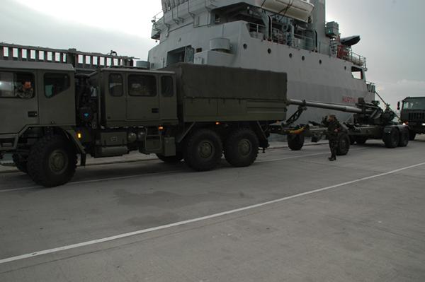 Desembarco de las piezas en Melilla (Foto:COMGEMEL)