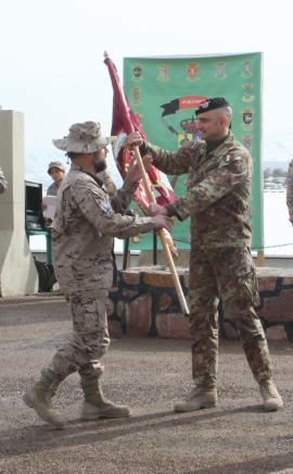 El general Portolano entrega el guión al coronel Demetrio