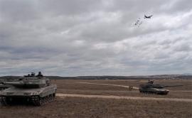 Los Leopardo 2E proporcionan seguridad al lanzamiento