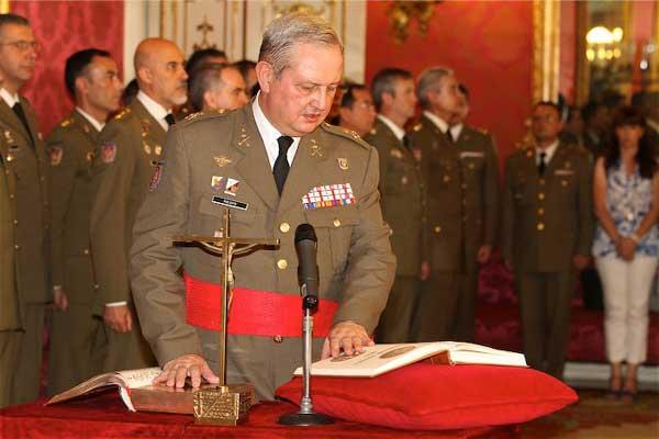 El general Roldán jura su cargo como jefe de la JCISAT