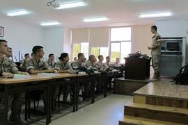 Los alumnos están adquiriendo conocimientos militares