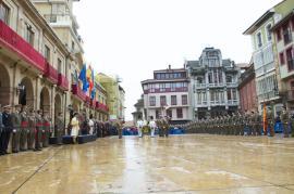 Parada militar en la plaza de la Constitución