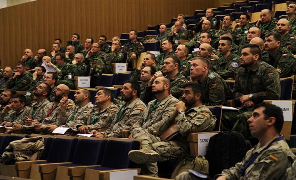 Militares de varios países en el curso
