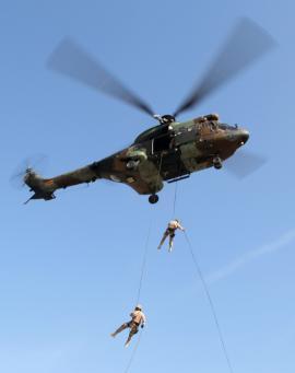 Rápel desde helicóptero en el Machete