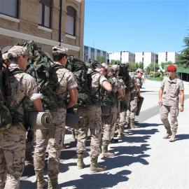 Los cadetes reciben el material