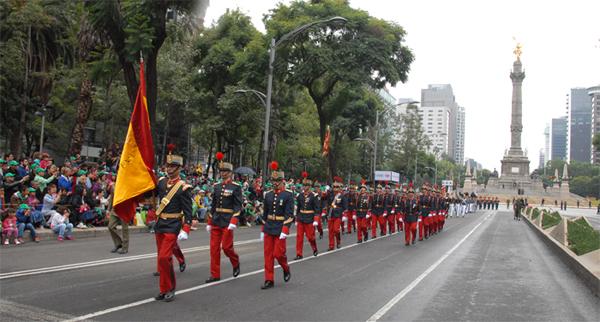 Desfile de la unidad por las calles mexicanas