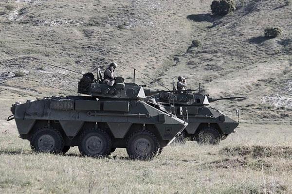 El cañón M-242 es el armamento principal del VEC