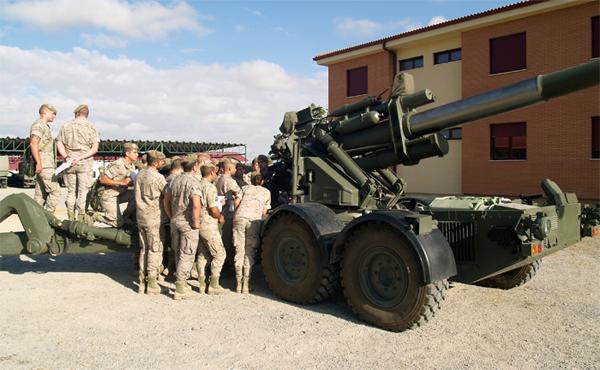 Alumnos practican con una pieza de Artillería (Foto:ACART)