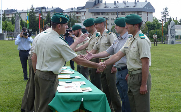 Entrega de diplomas en el acto