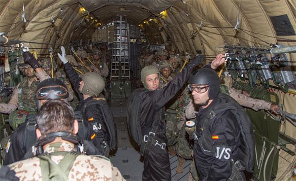Preparados para el salto paracaidista