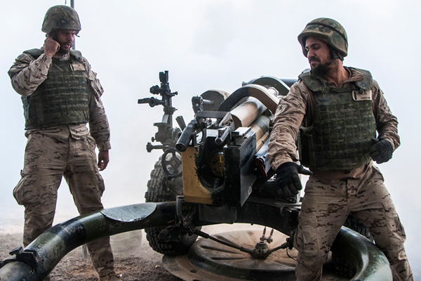 Tiro de artillería durante el ejercicio