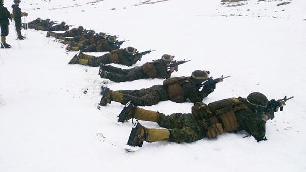 Ejercicio de tiro en la nieve