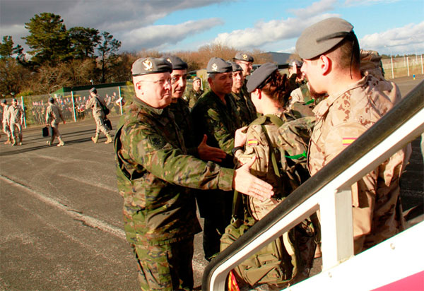 El jefe de la Brigada recibió a los militares