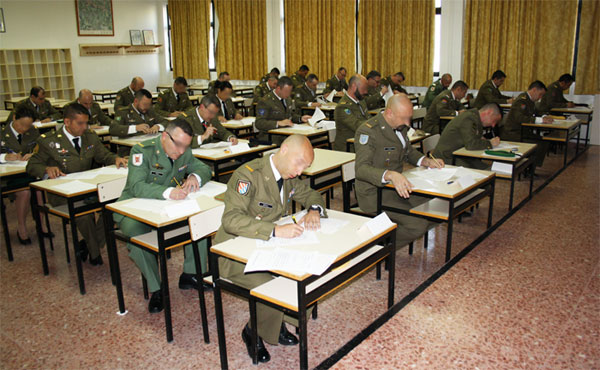 Cabos primeros en el curso en la Academia
