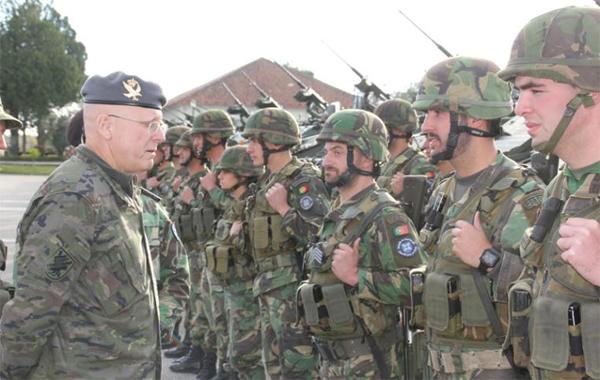 El general Cebrián visitó la unidad portuguesa