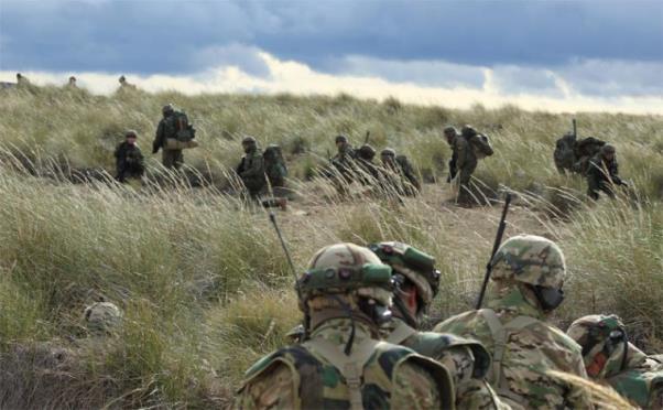 Militares de ambos ejércitos en el tema táctico