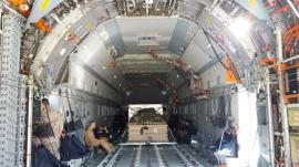 Interior del A400M con una de las cargas