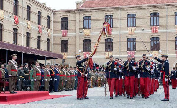 Los cadetes en el acto de jura de Bandera
