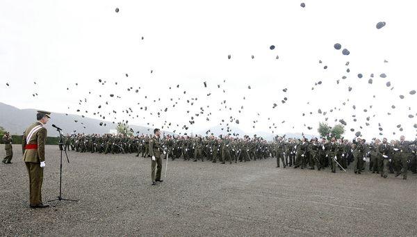 Gorras lanzadas al aire tras el