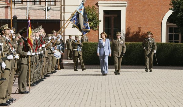 La The Minister of Defense visits the Cavalry Academy in Valladolid