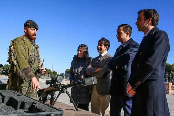 Participants of the 4th Course of National Defense visit the 1st Brigade 'Aragón'