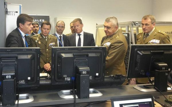 The Chief of Staff of the Army visits Thales — a company technologically prepared to supply the Experimental Brigade