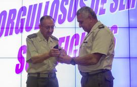 The Army Chief of Staff gave a gift to General Maldonado