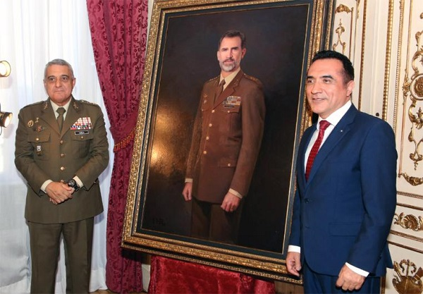 The JEME unveils the painting of Felipe VI along with the painter Antonio Montiel