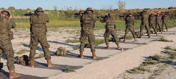 Los aspirantes a reservistas voluntarios (ARV) se instruyen en el Centro de Formación de Tropa nº 2