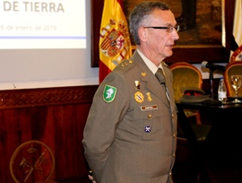 General de Barutell impartiendo la conferencia.