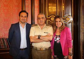 Spanish army - El JEME recibe a los presentadores de \'Cuarto Milenio\':.